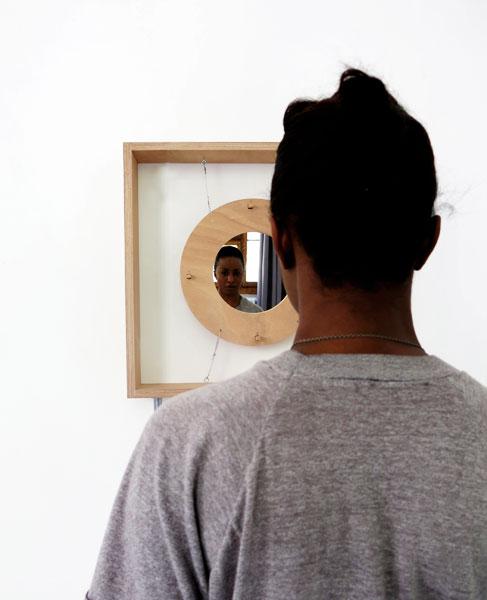 Habiba-face-au-miroir_vertical